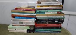 Pacote com 38 Livros