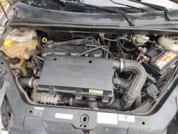 Fiesta hatch 2004 Zetec Rocam 1.0 gasolina
