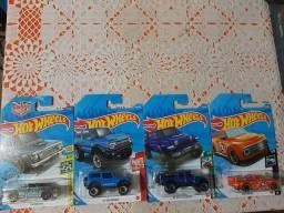 Lote Hot Wheels com 4 miniaturas lacradas!