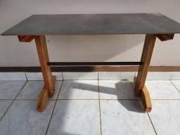 Mesa de cerâmica resistente