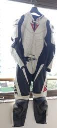 Título do anúncio: Macacão, Luvas e Botas motociclista.