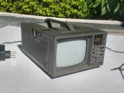 Deluxe 5 Portable B/w Tv-am/fm Rádio,