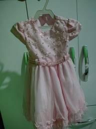 Título do anúncio: Vendo vestido infantil e 3 laços