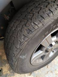 Vendo 4 pneus 235/70-16 usado