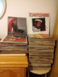 Lote com 100 LPs Discos de Vinil variados, em bom estado.