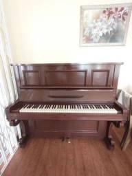 Piano antigo em boas condições