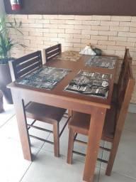 Mesas com 4 cadeiras para restaurante