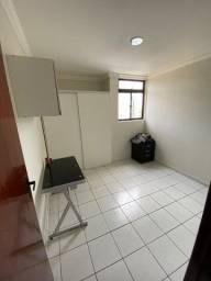 Apartamento com 2 quartos, semi mobiliado no Bancários!