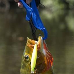 Promoção! Alicate de contenção NEO PLUS, indispensável para uma boa pescaria! Novo