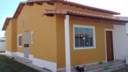 Linda casa de 2qts com 80 metros quadrados de construção c/ área de churrasqueira coberta