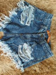 Shorts jeans estilo destroyed