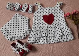 Kit maravilhoso vestido, tampa fraldas, sapatinho e faixa com laço  tamanho 6 meses