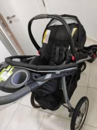 Carrinho de bebê Graco com bebê conforto