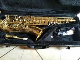 Vendo um sax tenor novo