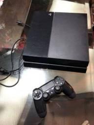Vende-se PS4 semi-novo