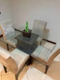 Conjunto Sala de Jantar (mesa tampo de vidro + 4 cadeiras)
