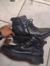 Vendo uma bota da pegada n39