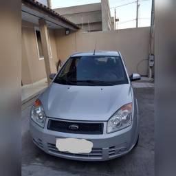 Fiesta Hatch 1.0 completo com gnv