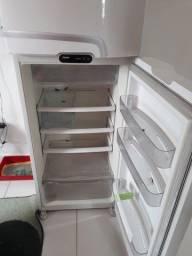 Vende-se geladeira consul