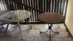 Mesa de vidro e outra com pé de ferro OPORTUNIDADE
