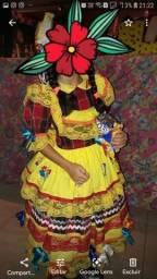 Vestido junino veste 5 a 7 anos.Em algodão, com sianinha, bicos,fitas e aplicações.