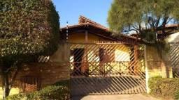 Casa com 3 quartos fora de condomínio - Ref. GM-0125