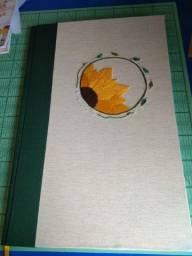 Caderno artesanal grande com bordado