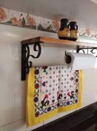 Suporte estilo colonial para pano de prato e papel toalha