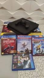 VENDE-SE PS4 COM APENAS 2 MESES DE USO