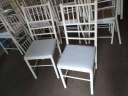 Vendo cadeiras reforçada ótima conservação Usada ( 70,00 CADA ) entrega grátis hj