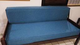 02 Sofás-camas em Madeira-de-lei em excelente estado.