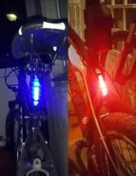 Lanterna Bike. 3 cores. Recarregável
