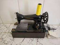 Vende-se Maquina de costura reta.