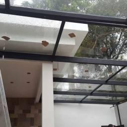 Coberturas em vidro ou policarbonato
