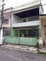 Casa na Cidade Velha, 4/4, 2 Vag. De Garagem, medindo 175m²
