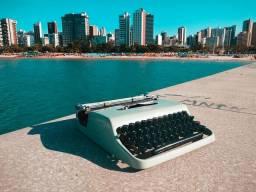 Olivetti na cor verde agua Maquina de escrever antiga - antiguidade