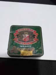 Lata Antiga De Fumo Reynitas