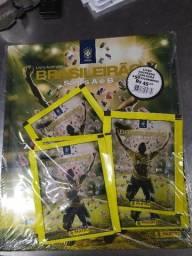 Álbum capa dura campeonato brasileiro 2018 + 10 envelopes de figurinhas