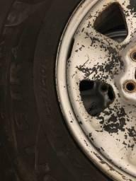 Rodas com pneus