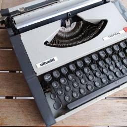 Corpo em metal Maquina de escrever antiga - antiguidade