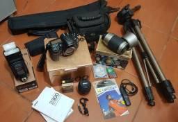 Nikon D300 + Tripé + Flash + Filtro + Disparador Remoto e 70x300 de Brinde!!