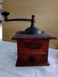 Antigo moedor de grãos Peugeot Freres