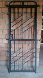 Porta de ferro nova nunca foi usada
