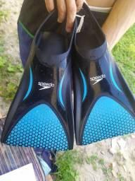 Prancha bodybord e pés de pato