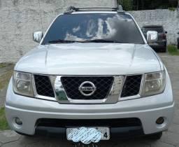 Nissan Frontier 2.5 LE, 4x4, Diesel.