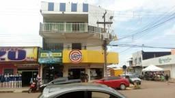 Vende-se este prédio na Avenida Jatuarana