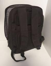 Mochila preta importada resistente ótima para notebook com chaveiro acoplado