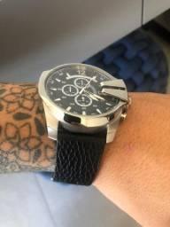 Vendo Relógio Diesel original semi novo