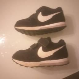 Tenis Nike infantil tamanho 25