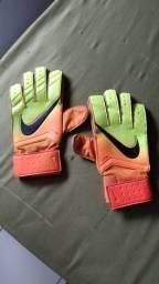 Luvas da Nike em ótimo estado